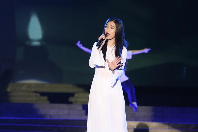 Đông Nhi nồng nàn, Phương Linh nghẹn ngào khi hát về những anh hùng của dân tộc - Ảnh 1.