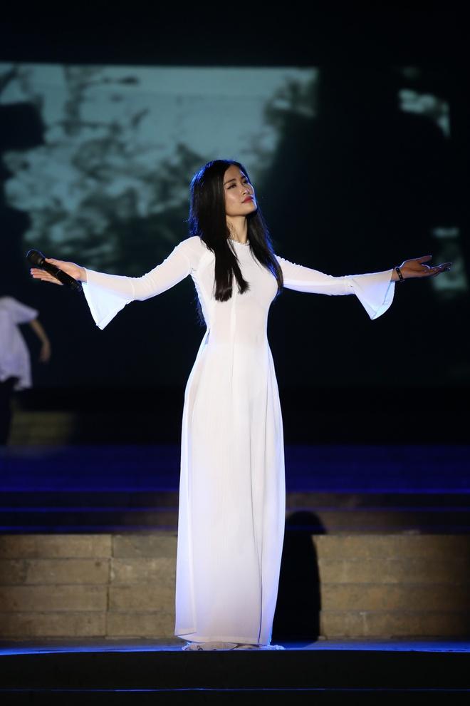 Đông Nhi nồng nàn, Phương Linh nghẹn ngào khi hát về những anh hùng của dân tộc - Ảnh 3.