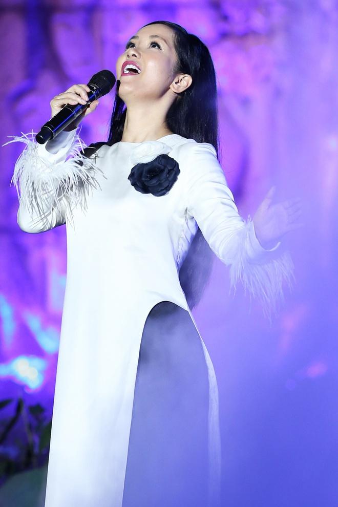 Đông Nhi nồng nàn, Phương Linh nghẹn ngào khi hát về những anh hùng của dân tộc - Ảnh 5.