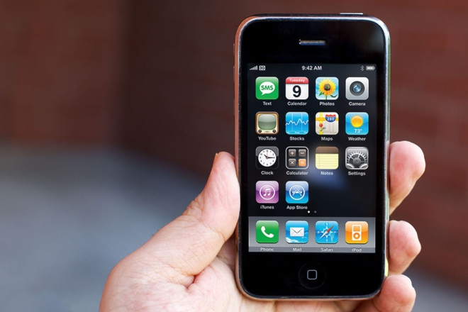 Chỉ mặt, điểm tên những sự tồi tệ trên iPhone suốt 10 năm qua - Ảnh 2.