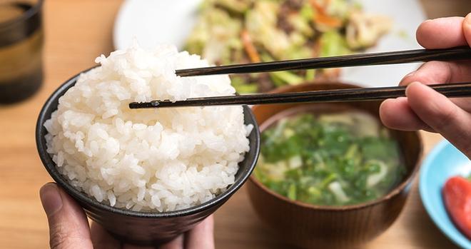 Dùng đũa thế nào để đúng chuẩn của người Nhật Bản, bạn đã biết chưa? - ảnh 1