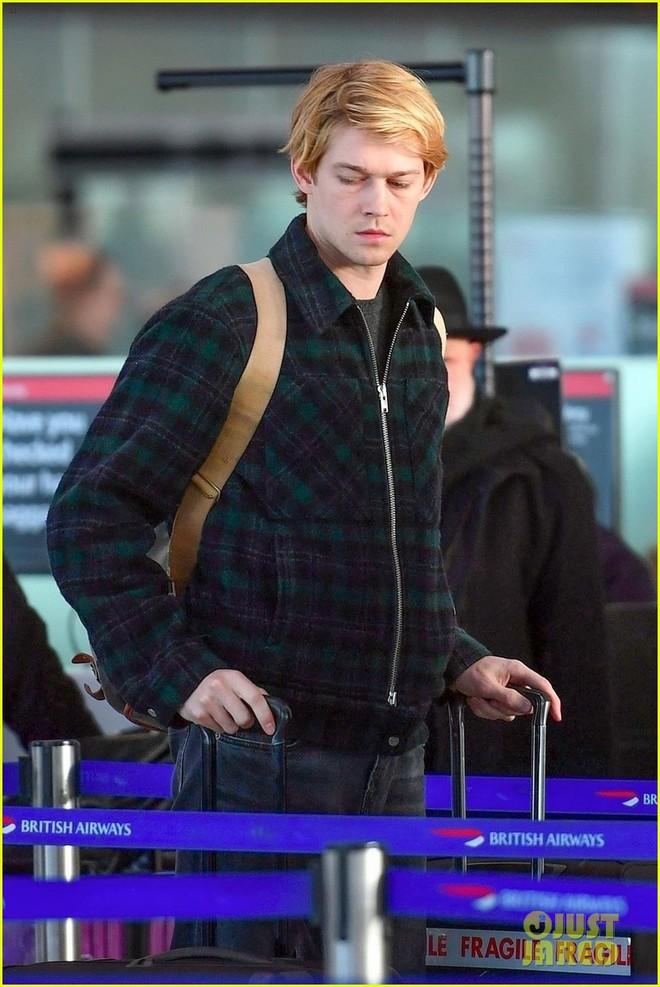 Khoảnh khắc đời thường chưa photoshop, bạn trai Taylor Swift đã đẹp như hoàng tử trong cổ tích - Ảnh 3.