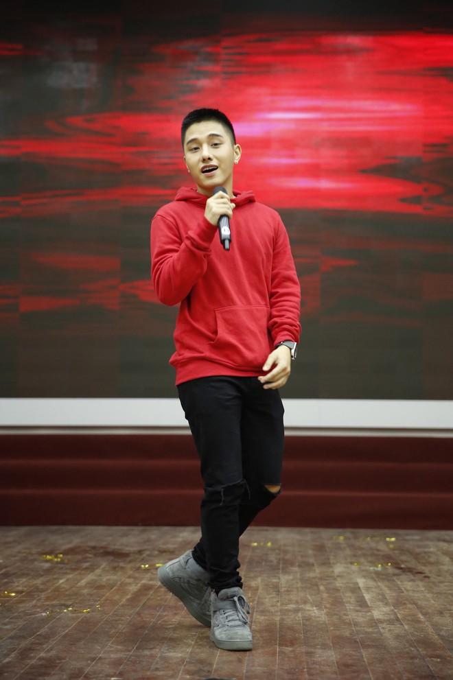 Angela Phương Trinh nắm tay Rocker Nguyễn, nhớ lại cảnh hôn nhau nhưng vẫn chọn Hữu Vi là bạn trai lý tưởng  - Ảnh 8.