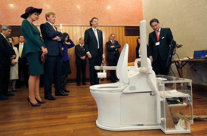 Ở Nhật Bản, giám đốc cũng phải đi cọ toilet! Lý do là... - Ảnh 3.
