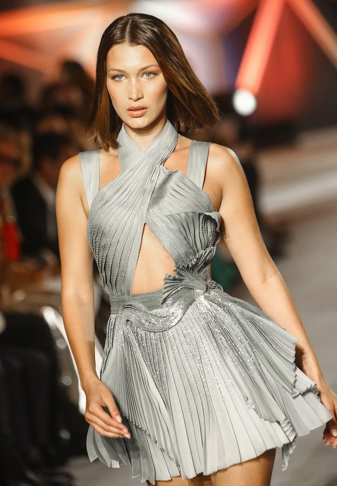 Bằng tuổi Kendall Jenner và Bella Hadid cộng lại, Kate Moss có bị chặt đẹp cũng là lẽ dễ hiểu - Ảnh 6.