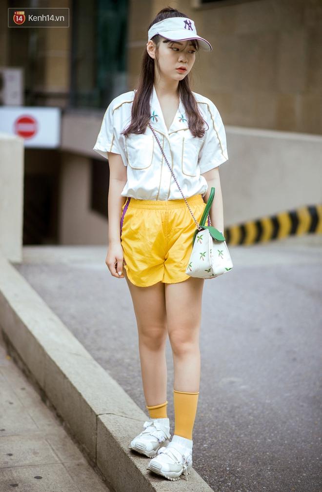 Ngắm street style tươi roi rói của giới trẻ 2 miền, bạn sẽ thấy thích diện đồ màu mè ngay lập tức - Ảnh 1.