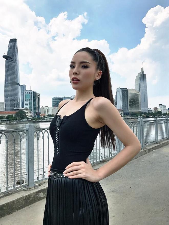 Chịu khó đầu tư ăn mặc nổi bật thế này, chắc gì Kỳ Duyên đã ngán Phạm Hương với Minh Tú! - Ảnh 11.
