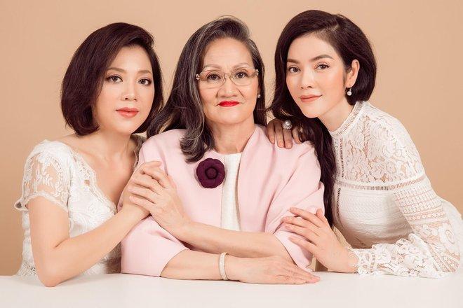 Ngày gia đình Việt Nam: Lý Nhã Kỳ hạnh phúc khoe ảnh gia đình 3 thế hệ - Ảnh 4.
