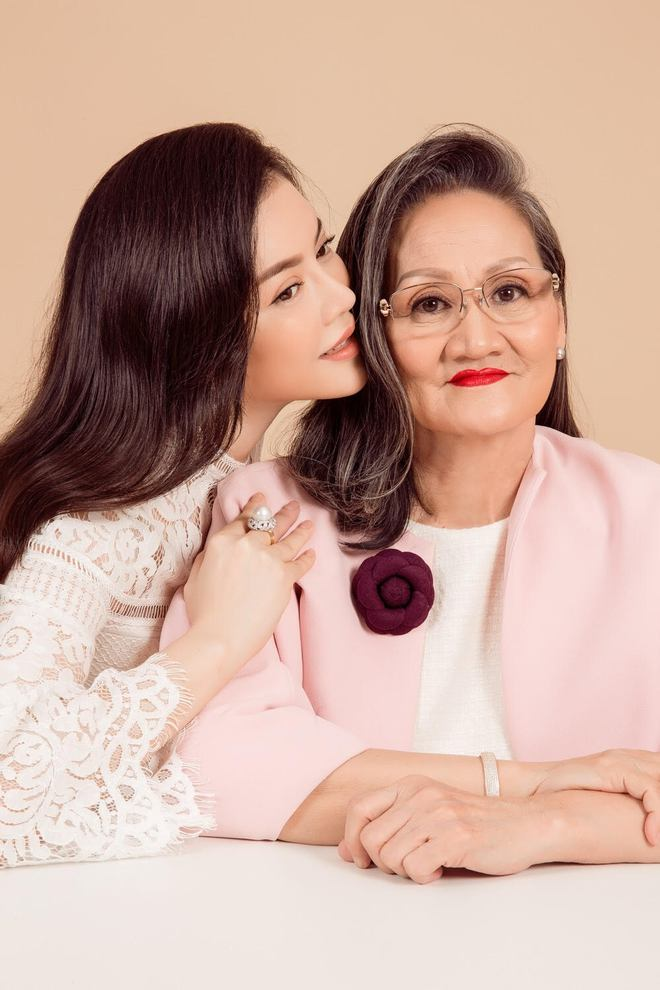 Ngày gia đình Việt Nam: Lý Nhã Kỳ hạnh phúc khoe ảnh gia đình 3 thế hệ - Ảnh 5.