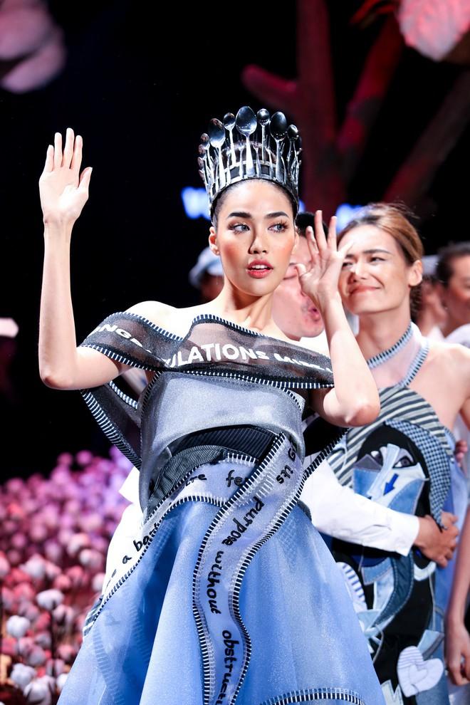 Cong cớn lại kiêu kỳ, Mợ Tư Rình Lan Khuê đăng quang luôn trên sân khấu Elle Fashion Show! - ảnh 5