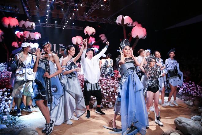 Cong cớn lại kiêu kỳ, Mợ Tư Rình Lan Khuê đăng quang luôn trên sân khấu Elle Fashion Show! - ảnh 7