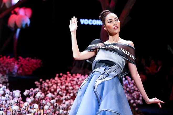 Cong cớn lại kiêu kỳ, Mợ Tư Rình Lan Khuê đăng quang luôn trên sân khấu Elle Fashion Show! - ảnh 2