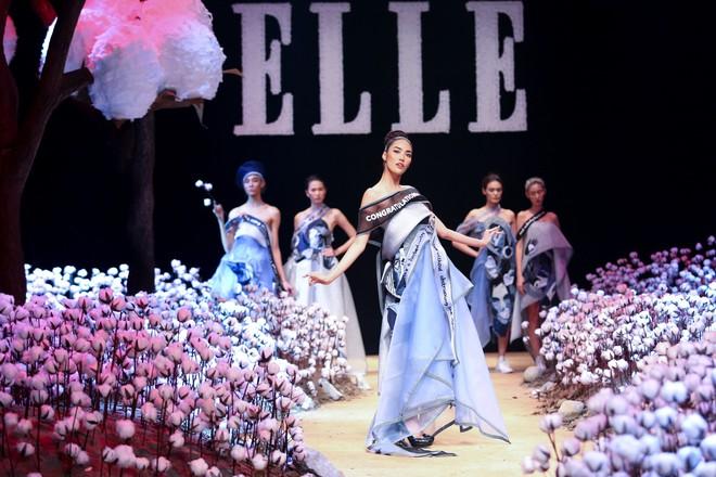 Cong cớn lại kiêu kỳ, Mợ Tư Rình Lan Khuê đăng quang luôn trên sân khấu Elle Fashion Show! - ảnh 1