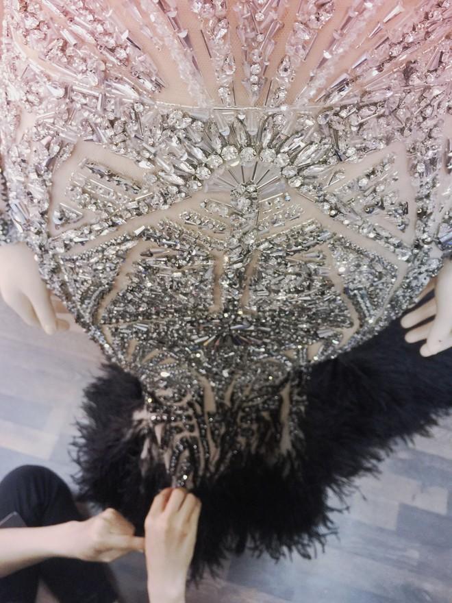 Chiếc đầm đẹp nhất của Lý Nhã Kỳ tại Cannes: rẻ hơn hàng hiệu quốc tế rất nhiều! - Ảnh 12.