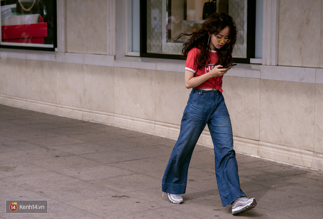 Không còn lậm đen trắng, street style của giới trẻ Việt tuần qua bỗng màu mè và nổi bật hơn bao giờ hết - Ảnh 1.
