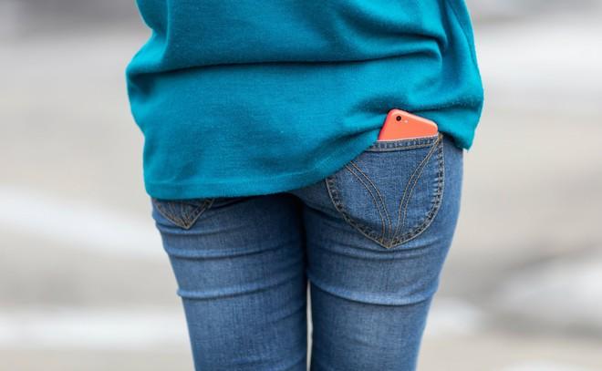 Bạn sẽ không dám bỏ điện thoại vào túi quần sau nữa khi biết được 4 tác hại này - Ảnh 4.