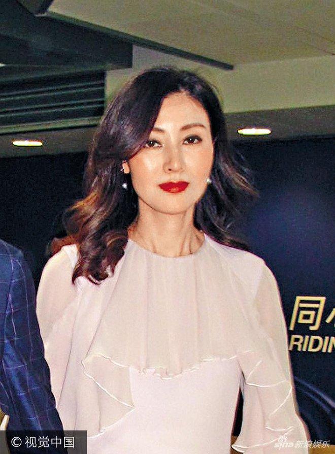 Hoa hậu Hồng Kông trẻ đẹp và hạnh phúc bên chồng đại gia, khoe nhẫn kim cương khủng với nụ cười rạng rỡ - Ảnh 2.