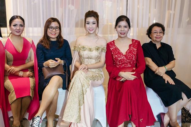 Hoa hậu Mỹ Linh đẹp kiêu sa, đọ sắc bên đàn chị Vũ Thu Phương - Ảnh 10.