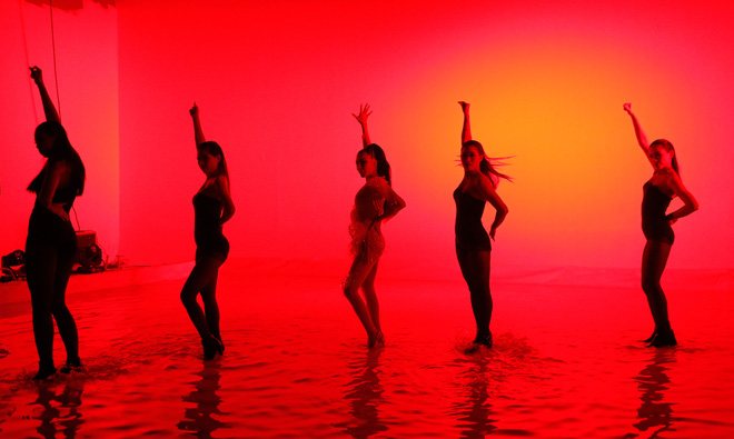 Hồ Quỳnh Hương diện jumpsuit xuyên thấu, tự tin khoe vũ đạo sau rất lâu tạm xa dòng nhạc Dance - Ảnh 8.