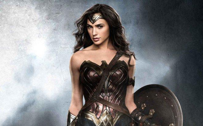 Đẹp chim sa cá lặn như Wonder Woman thì không cần động thủ, kẻ thù nào cũng sẽ xin chết! - Ảnh 1.
