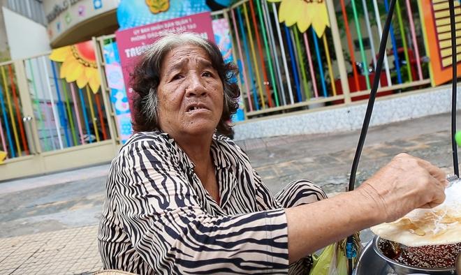 Người bán hàng rong ở Sài Gòn nói gì về đề xuất cho thuê vỉa hè với giá 100 nghìn đồng mỗi m2? - Ảnh 5.