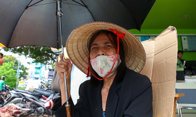 Người bán hàng rong ở Sài Gòn nói gì về đề xuất cho thuê vỉa hè với giá 100 nghìn đồng mỗi m2? - Ảnh 4.