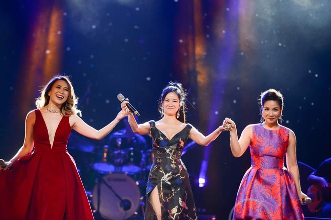 Không cần danh hiệu, Mỹ Tâm vẫn ung dung tỏa sáng cùng 4 Diva trên sân khấu chung - ảnh 6