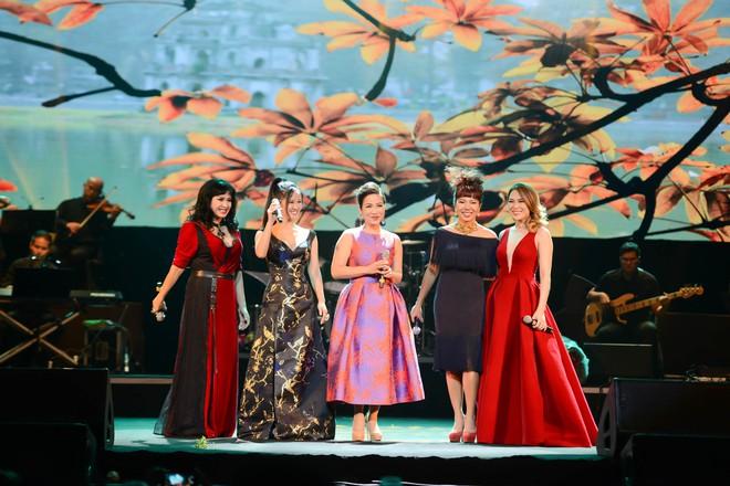 Không cần danh hiệu, Mỹ Tâm vẫn ung dung tỏa sáng cùng 4 Diva trên sân khấu chung - ảnh 4