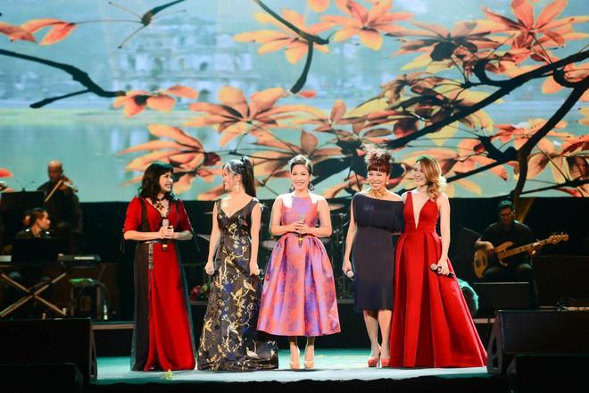 Không cần danh hiệu, Mỹ Tâm vẫn ung dung tỏa sáng cùng 4 Diva trên sân khấu chung - ảnh 3