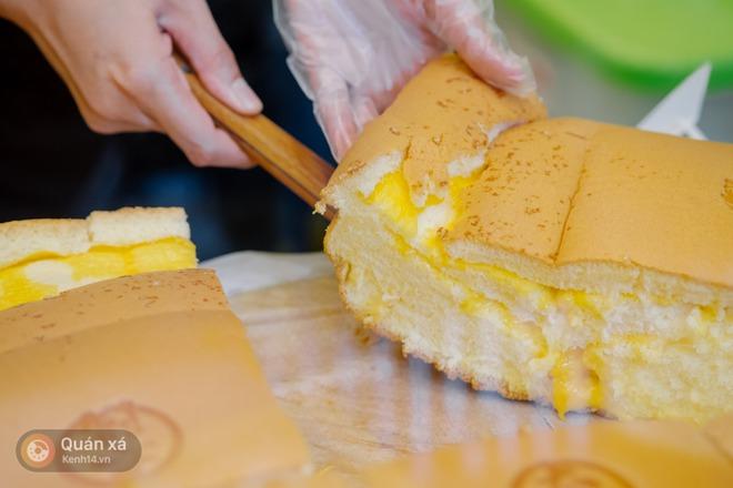 """Bánh bông lan phô mai - """"món lạ quen thuộc"""" đang đại náo phố đi bộ Nguyễn Huệ - Ảnh 10."""