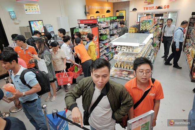 HOT: 7-Eleven chính thức khai trương cửa hàng đầu tiên tại Việt Nam! - Ảnh 7.