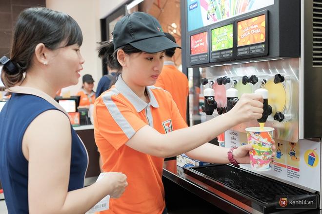 Cận cảnh cửa hàng 7-Eleven đầu tiên tại Việt Nam! - Ảnh 10.