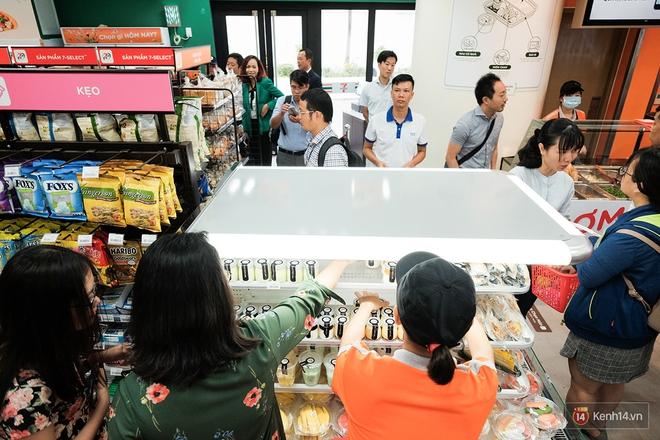 HOT: 7-Eleven chính thức khai trương cửa hàng đầu tiên tại Việt Nam! - Ảnh 21.
