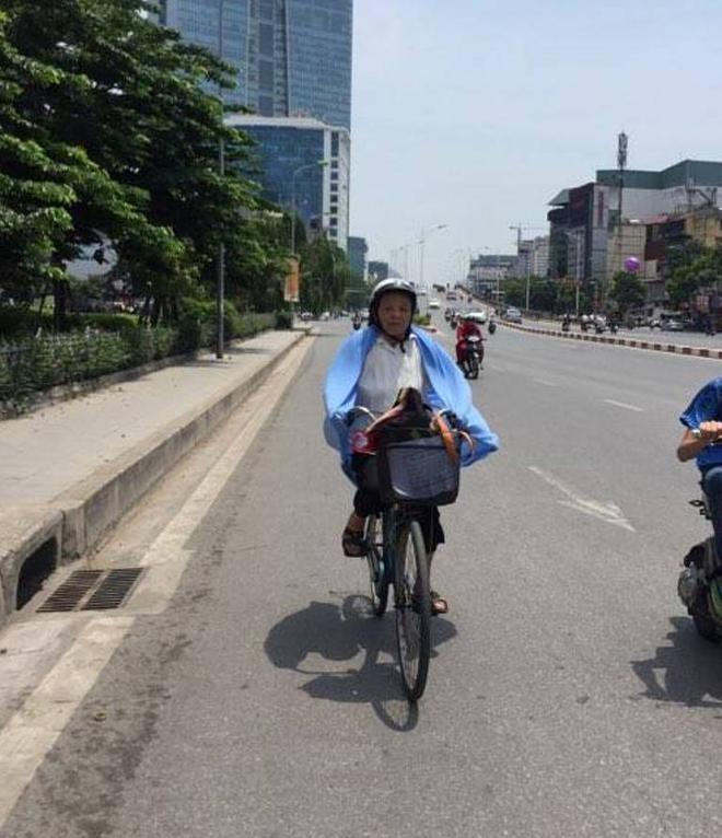 Người Hà Nội quấn chăn, quần áo kín mít tránh nắng nóng kỷ lục trong 40 năm qua - Ảnh 5.
