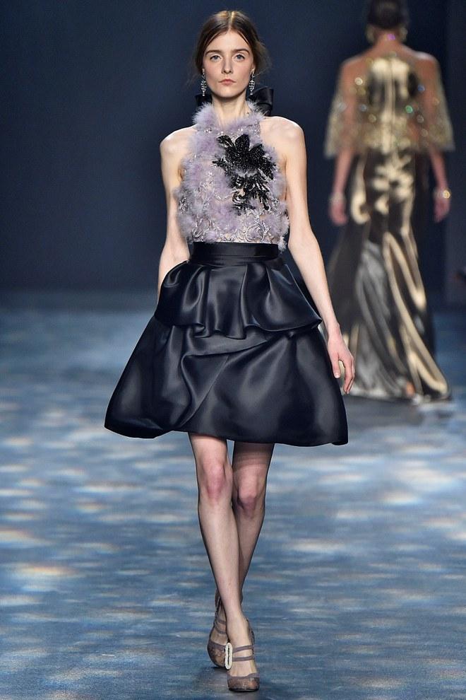 Lấy lại phong độ sau nghi án váy nhái, Ngọc Trinh bỏ xa sao Hollywood khi đụng đầm hiệu - Ảnh 7.