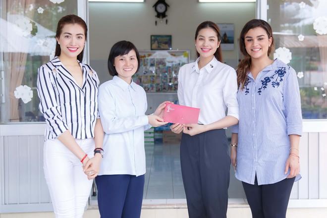 Phạm Hương, Lệ Hằng cùng Hoa hậu Dominica giản dị về Củ Chi làm từ thiện - Ảnh 9.