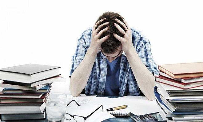 Đứng trước ngưỡng cửa thất nghiệp, sinh viên đừng chỉ mãi than phiền - Ảnh 1.