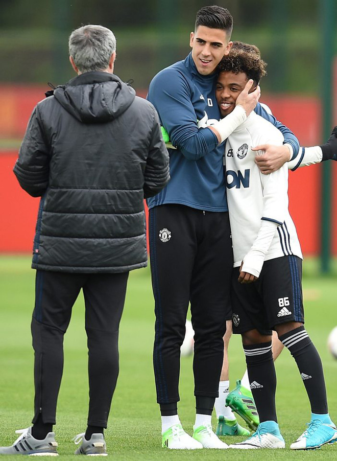 Man Utd sắp trình làng cầu thủ trẻ nhất lịch sử đá ở Premier League - ảnh 1