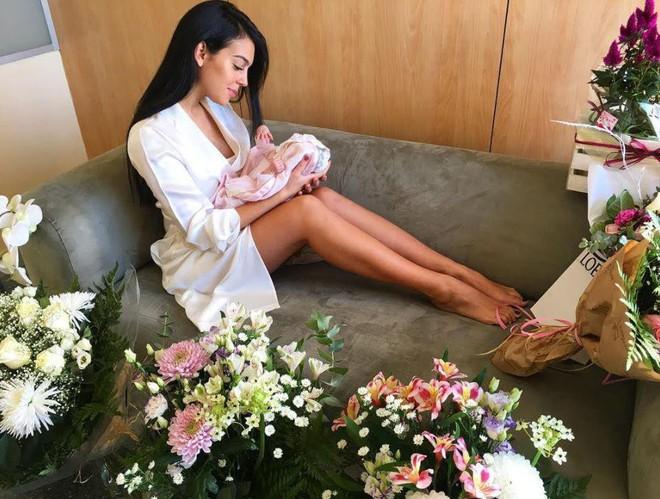 Vừa sinh con gái cho Ronaldo, Georgina vẫn giữ dáng thon gọn đến khó tin - ảnh 1