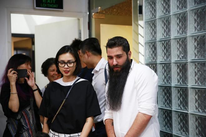 Đạo diễn Kong bất ngờ xuất hiện cùng Ngô Thanh Vân tại phim trường Cô Ba Sài Gòn - Ảnh 1.