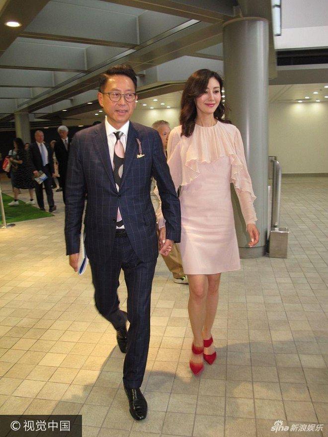 Hoa hậu Hồng Kông trẻ đẹp và hạnh phúc bên chồng đại gia, khoe nhẫn kim cương khủng với nụ cười rạng rỡ - Ảnh 6.
