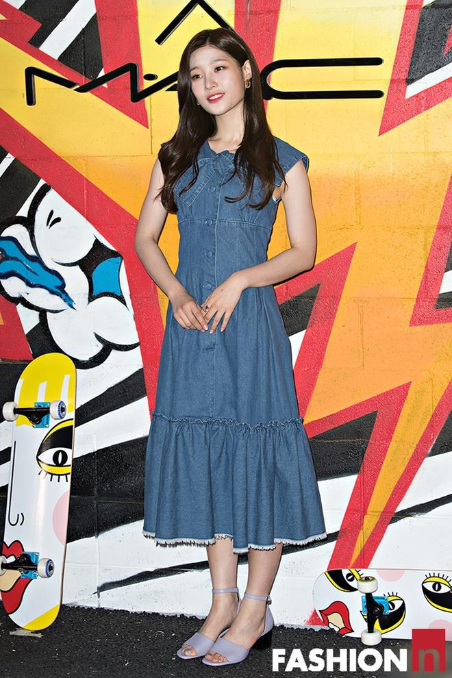 Jessica trở lại thời kỳ đỉnh cao nhan sắc, song lại... quá sến so với đàn chị và dàn người đẹp Hàn - Ảnh 12.