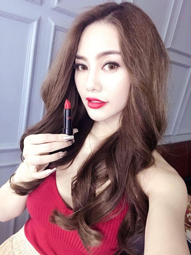 Mỹ nữ Showbiz Việt phát sốt với dòng son môi mới - Ảnh 2.