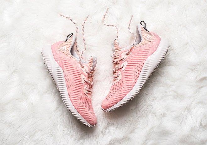 Quên adidas NMD Raw Pink đắt đỏ đi, đôi sneaker màu hường này cũng yêu không kém mà giá rất phải chăng - Ảnh 2.