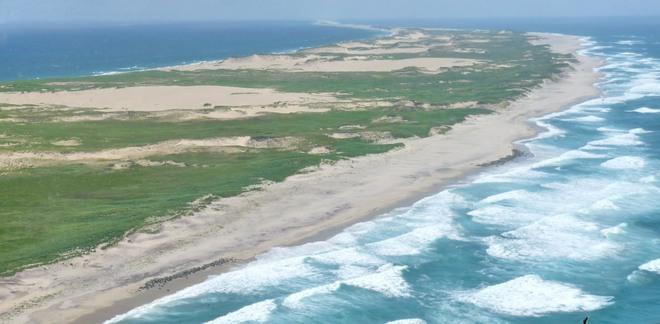 """Hòn đảo huyền bí này được mệnh danh là """"nghĩa địa của Đại Tây Dương"""" - Ảnh 1."""