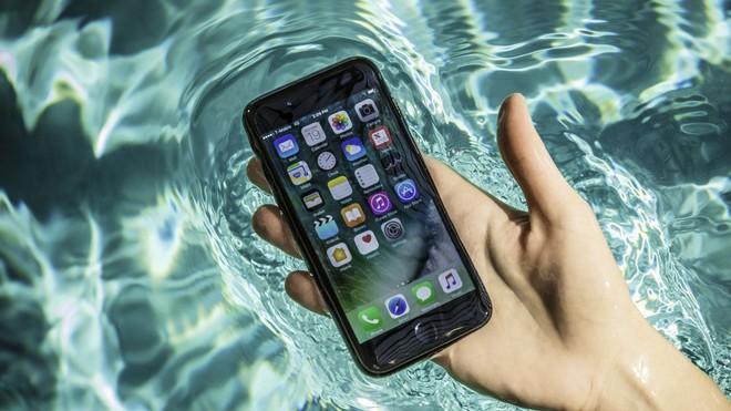 Tưởng thế nào, 4 tính năng đỉnh mà iPhone 8 sẽ có thực ra chỉ là ăn theo - Ảnh 3.