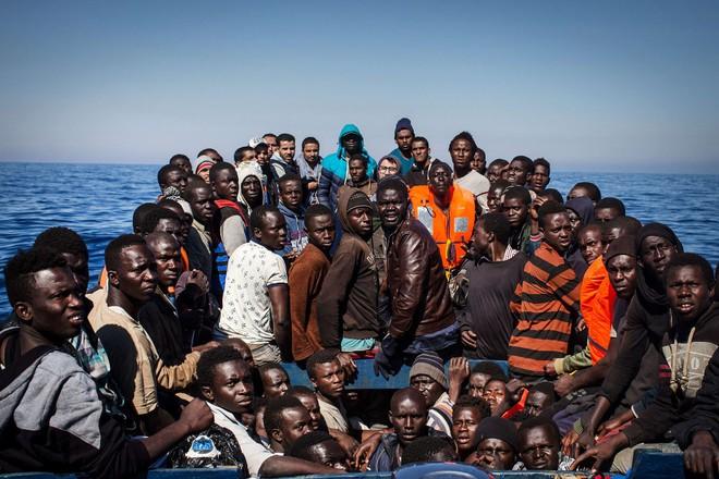 Nếu ánh mắt đứa trẻ biết nói, chúng sẽ nói về nỗi khổ của cuộc đời tị nạn không biết đến niềm vui 2