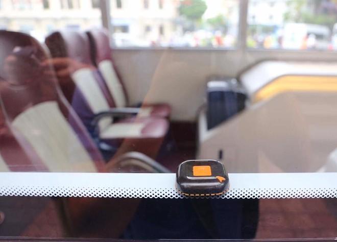 Cận cảnh xe buýt 2 tầng mui trần phục vụ khách du lịch ở Hà Nội 7
