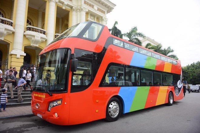 Cận cảnh xe buýt 2 tầng mui trần phục vụ khách du lịch ở Hà Nội 8