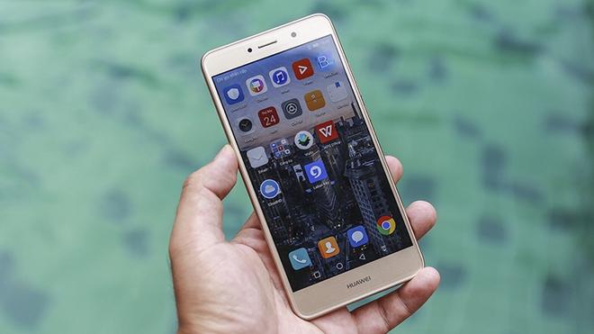 Mới đầu tháng 7 đã có cả loạt smartphone mới lên kệ, hai trong số này đã được chờ đợi từ lâu